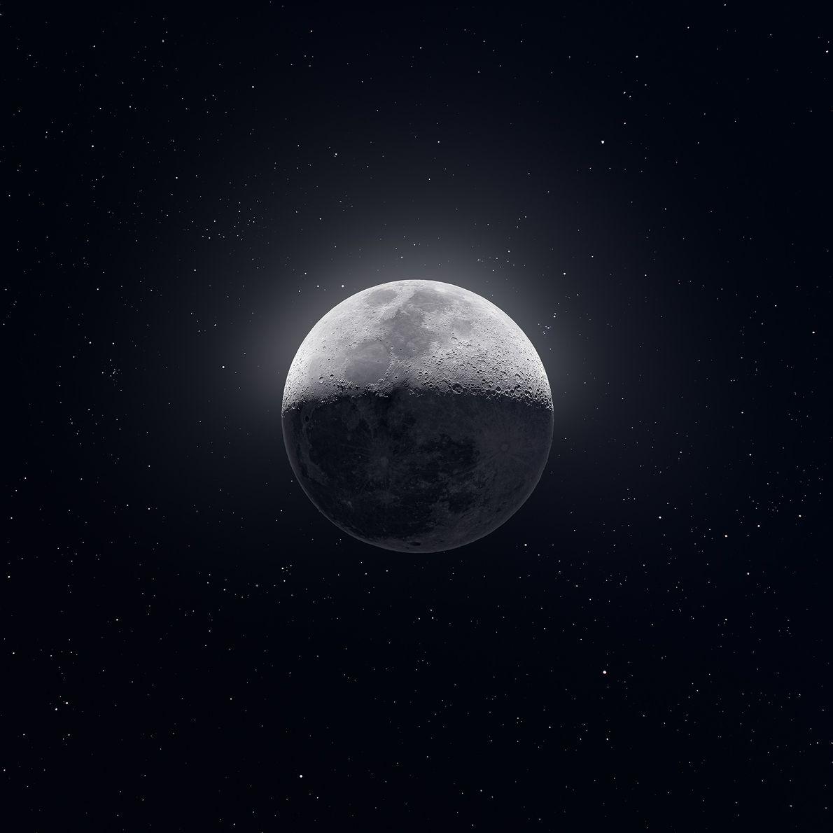 El fotógrafo Andrew McCarthy creó esta extraordinaria imagen de la luna creciente del 12 de febrero ...