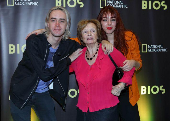 Benito y Lisa Cerati, junto a su abuela, Lilian Clark.