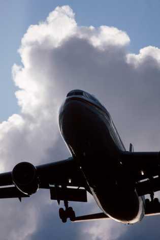 Un Airbus A300-600R antes de aterrizar. La compañía planea tener listo un avión de hidrógeno para ...