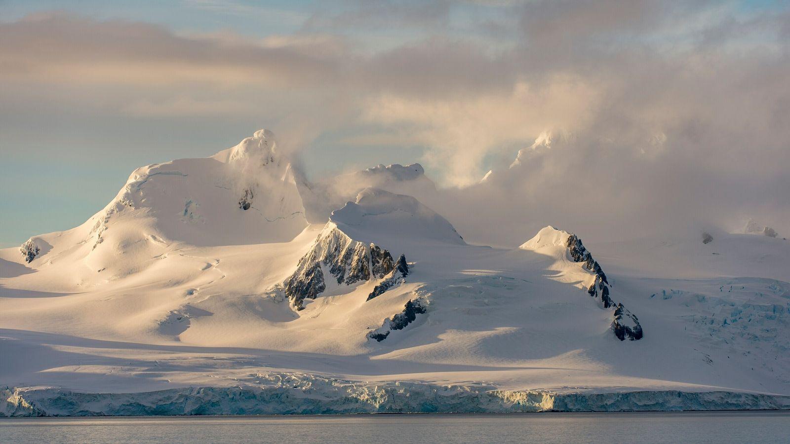 Una nueva forma de estudiar el hielo antártico desde el espacio está dando a los científicos ...