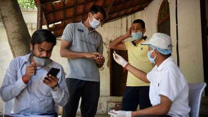 Los médicos indios se muestran en contra de los tratamientos con hierbas promocionados para tratar la ...