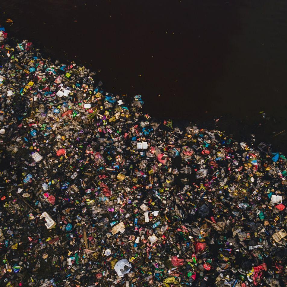 El plástico llega a los océanos a través de más de 1000 ríos