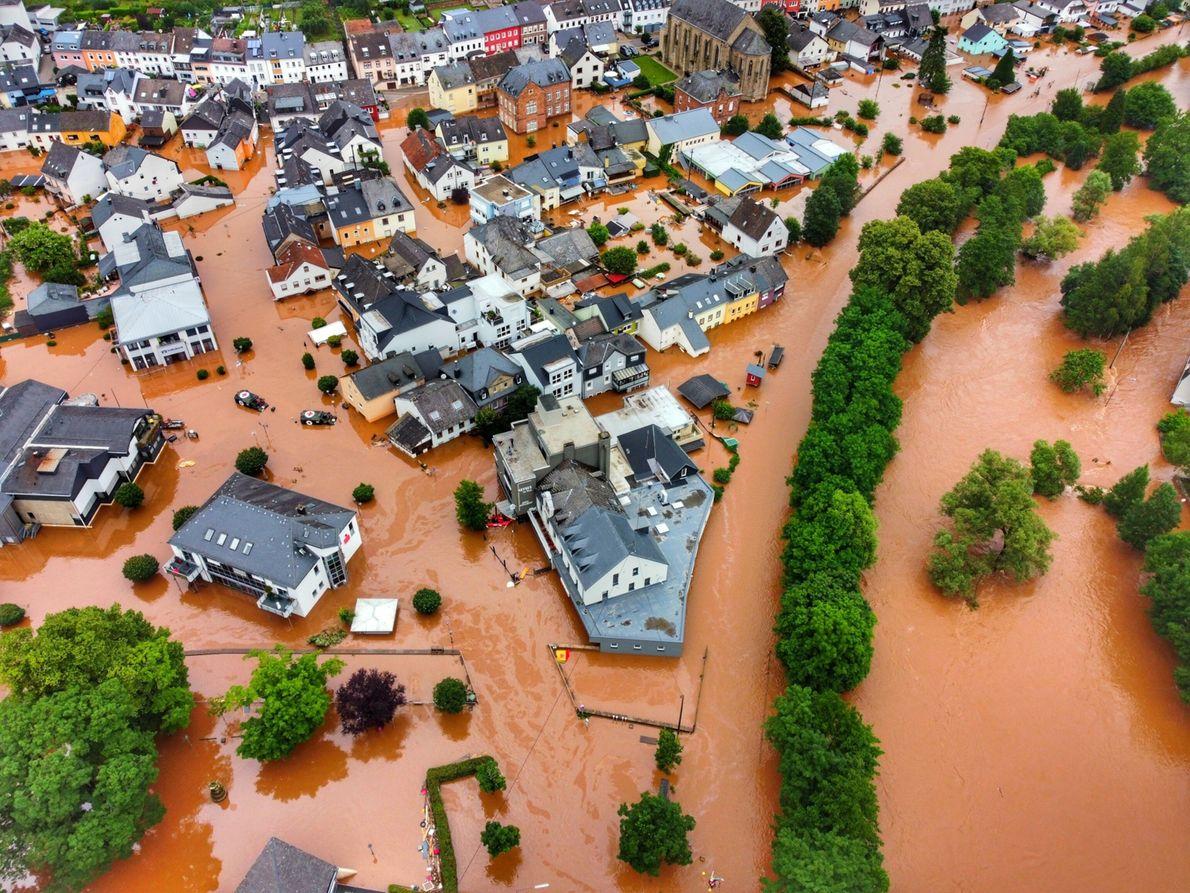 En el municipio alemán de Kordel, una gran inundación invade una aldea.