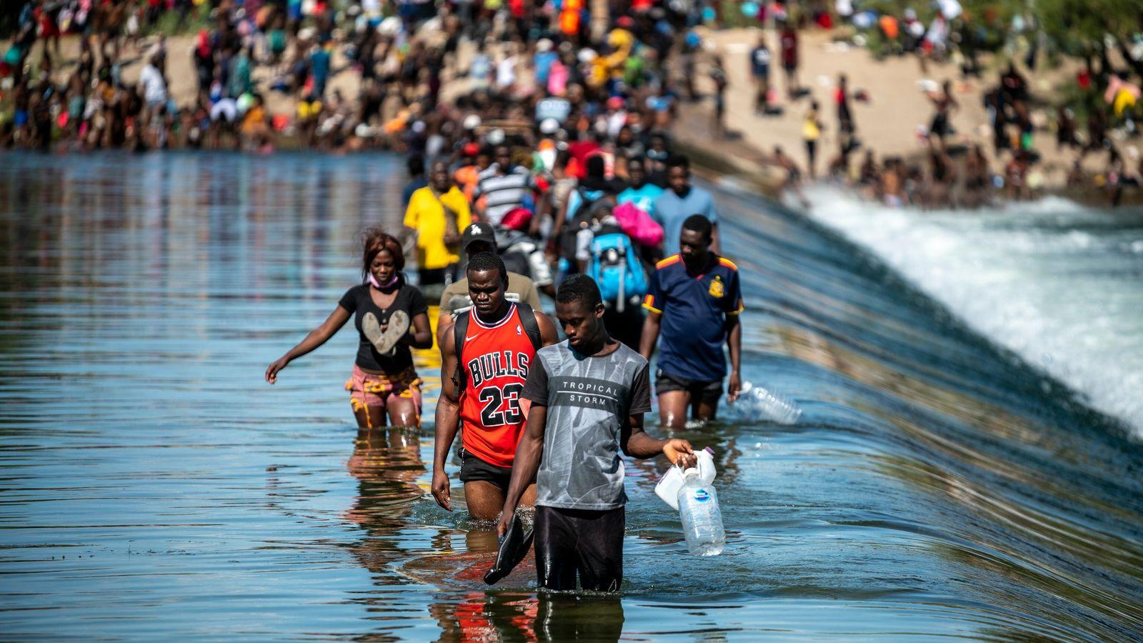 Migrants pour into Del Rio border area