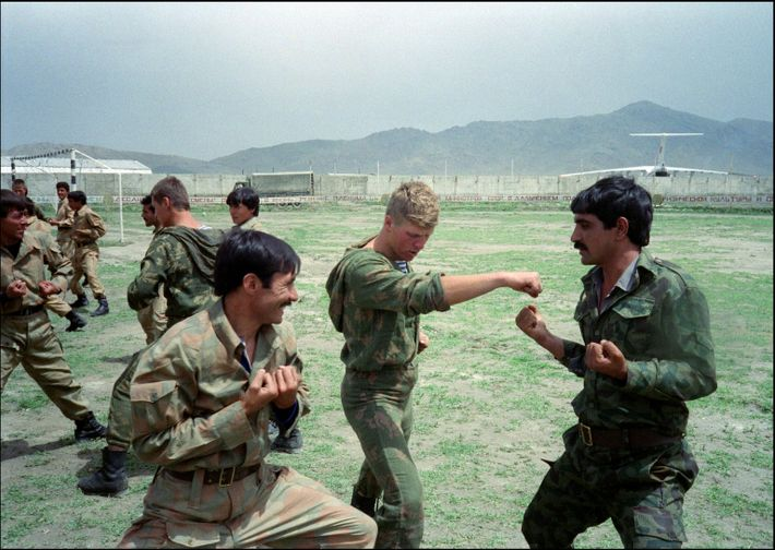 A Red Army paratrooper (C) trains Afghan soldiers