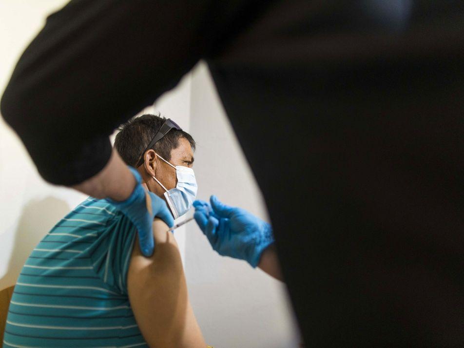 Aumenta la evidencia de que las personas infectadas con la variante Delta pueden propagar el virus ...