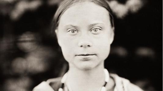 """Greta Thunberg reflexiona sobre vivir múltiples crisis en una """"sociedad de posverdad"""""""