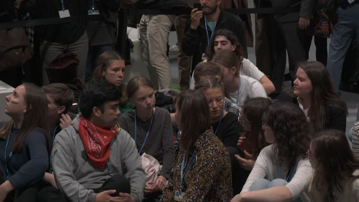 "COP25: Sentada de ""Fridays for Future"" a la llegada de Greta Thunberg a Madrid"