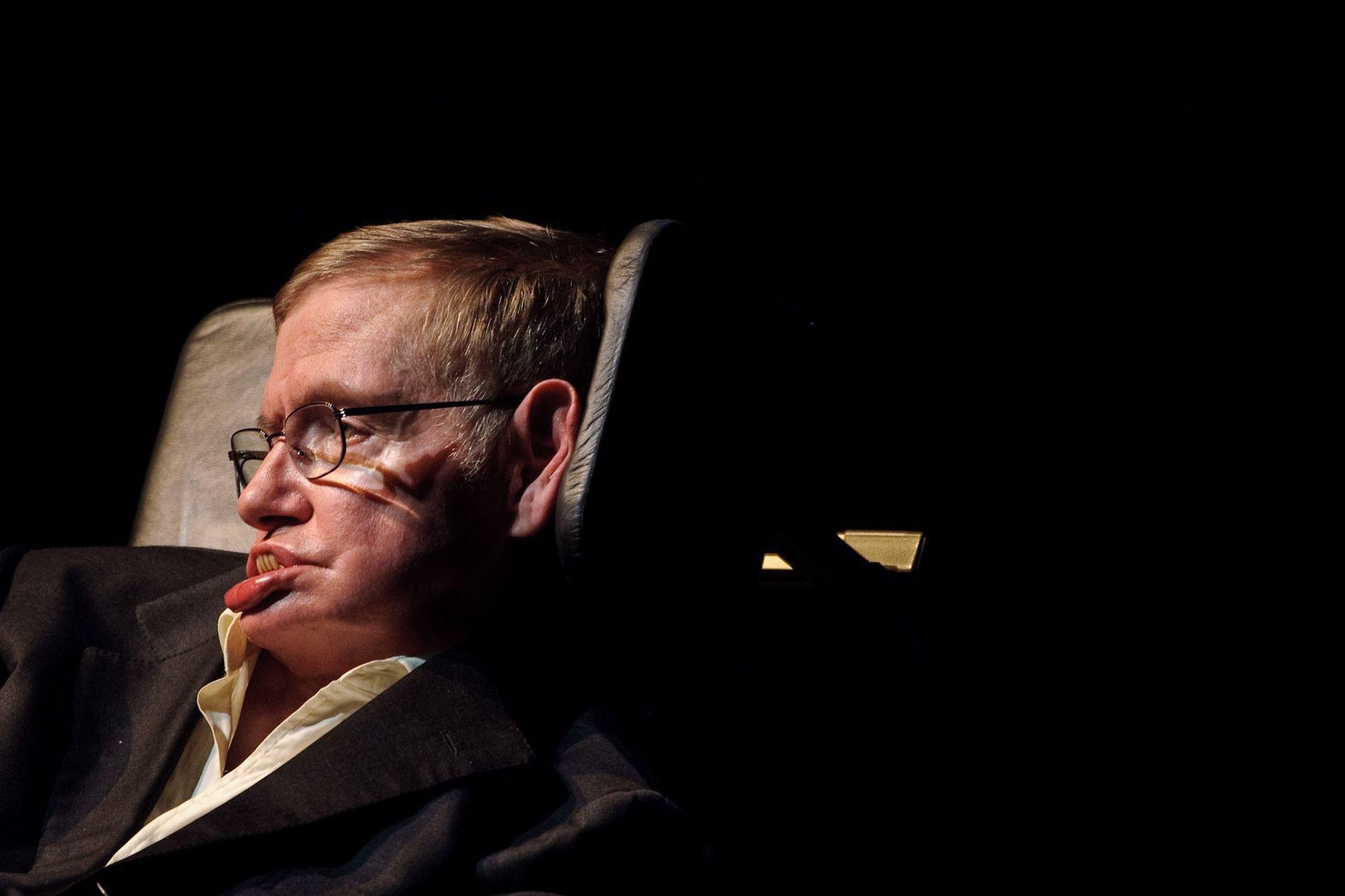 Stephen Hawking presenta una lectura en Texas A&M en abril 2010.