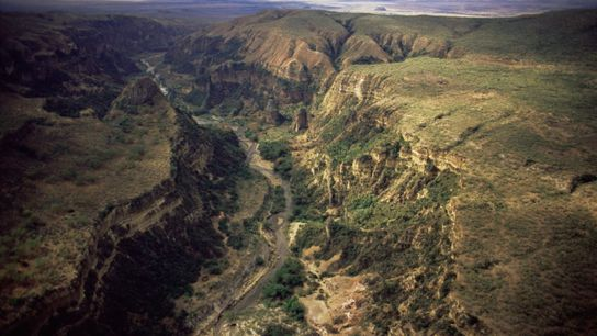 Los senderos serpentean alrededor del desfiladero de Ol Njorowa, en el parque nacional de Hell's Gate, ...