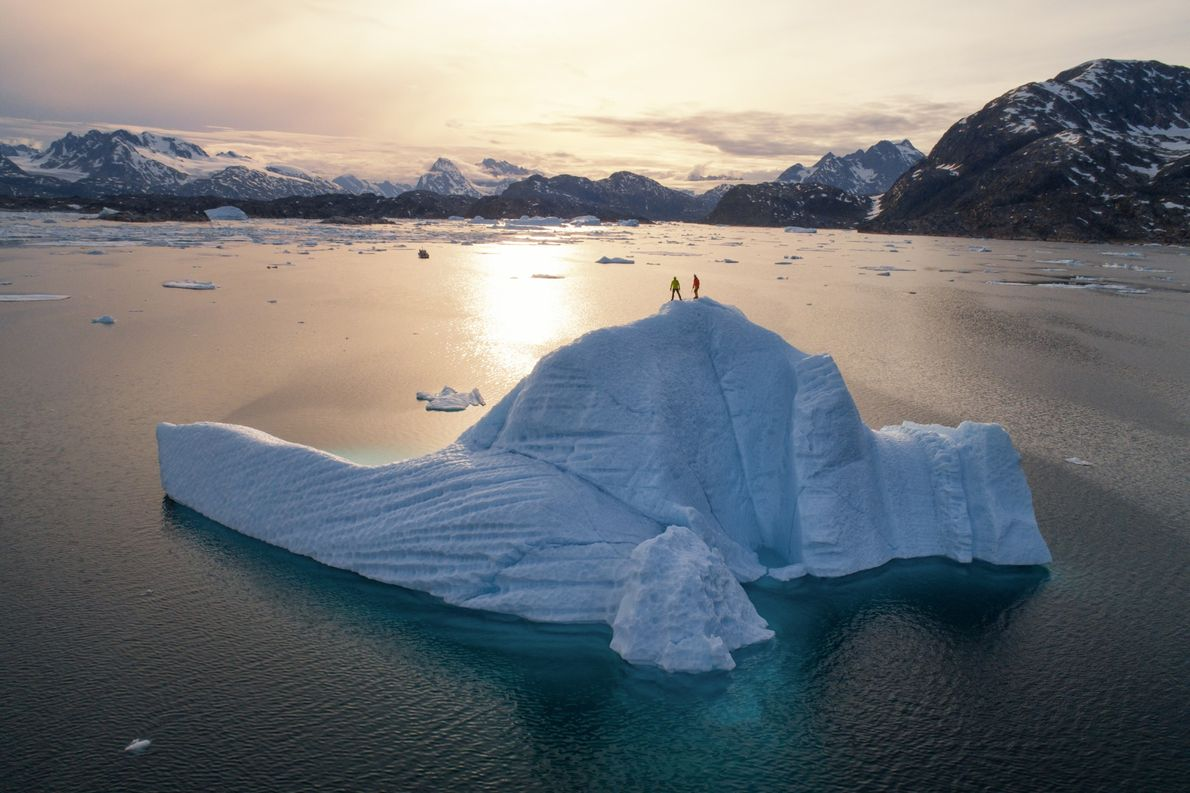 El inhóspito terreno de Groenlandia inspira a los viajeros a explorar sus asombrosas vistas sobre icebergs ...