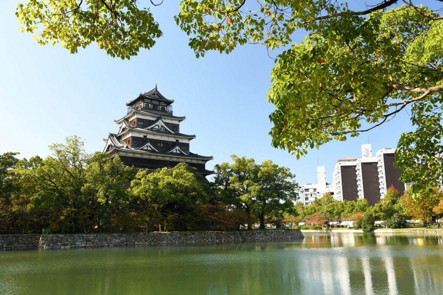El Castillo de Hiroshima, también llamado Castillo de la carpa, era el castillo donde residía el ...