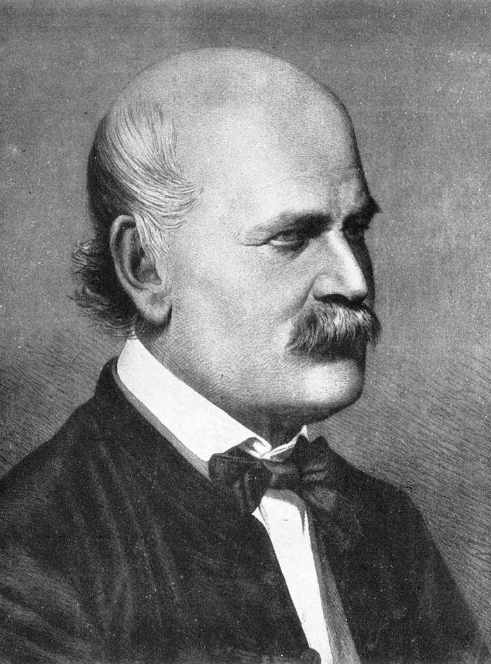 El médico húngaro Ignaz Semmelweis fue uno de los primeros pioneros de los procedimientos antisépticos, pero ...