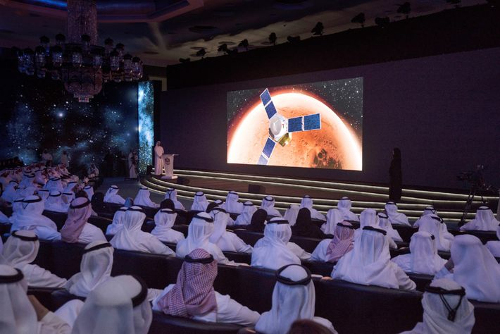El primer ministro de los Emiratos Árabes Unidos, el jeque Mohammed bin Rashid Al Maktoum, de ...