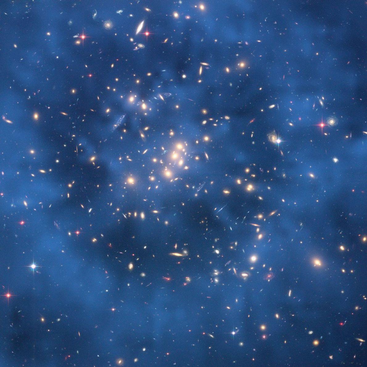 Esta imagen compuesta muestra un anillo fantasmagórico de materia oscura en la agrupación galáctica Cl 0024+17. ...