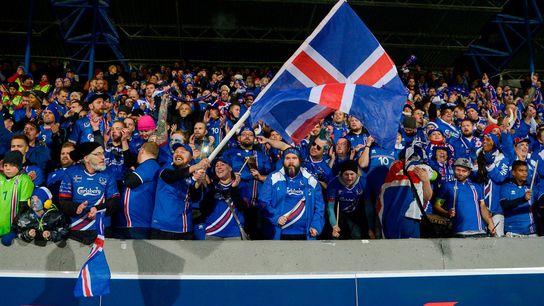 Tras vencer a Kosovo 2-0 en casa en Reikiavik, Islandia se convirtió en la segunda nación ...