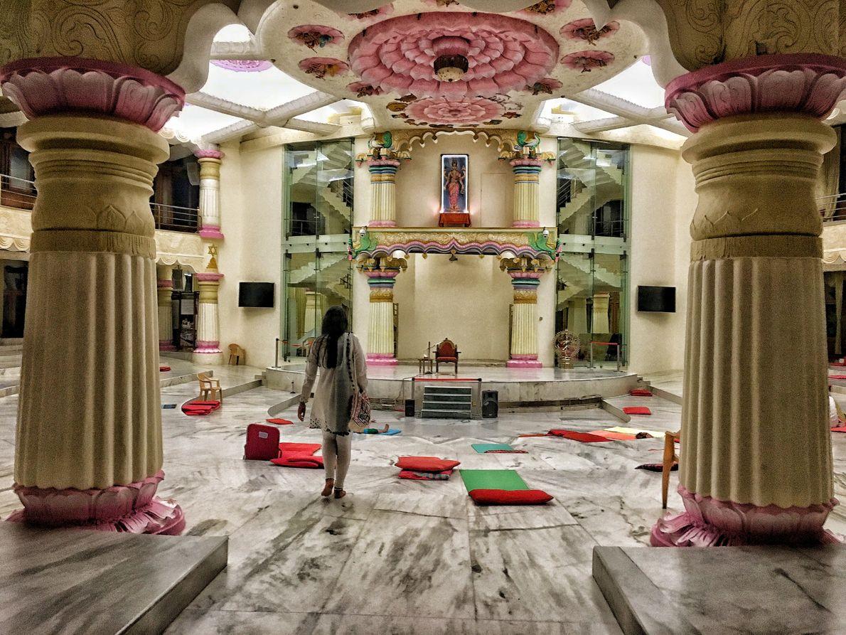 Los templos y altares dentro del áshram. Puede sentirse la energía que rodea este lugar sagrado ...