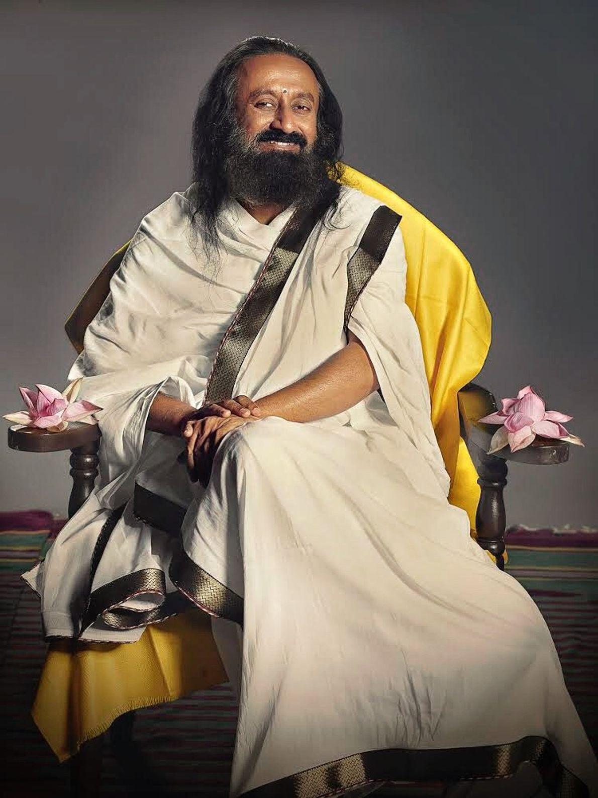 """Sri Sri Ravi Shankar, Sri Sri significa """"Maestro de Maestros"""". Sus devotos lo apodan cariñosamente """"Guruji"""". ..."""