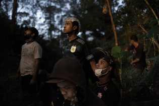 """En junio, los jóvenes guaraníes se unieron para luchar contra un incendio. """"Este es nuestro trabajo"""", ..."""