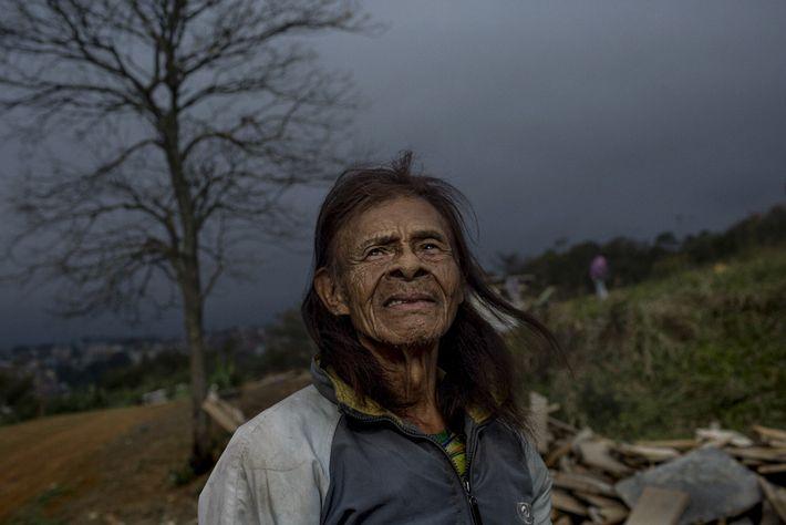El coronavirus amenaza las vidas de los ancianos como Hotencio Karai, de 107 años, que suelen ...