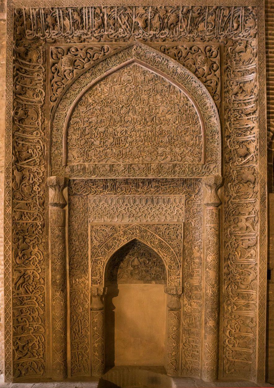 Este mihrab, elaborado con detalles exquisitos, se encuentra en la Mezquita del Viernes de Isfahán y ...