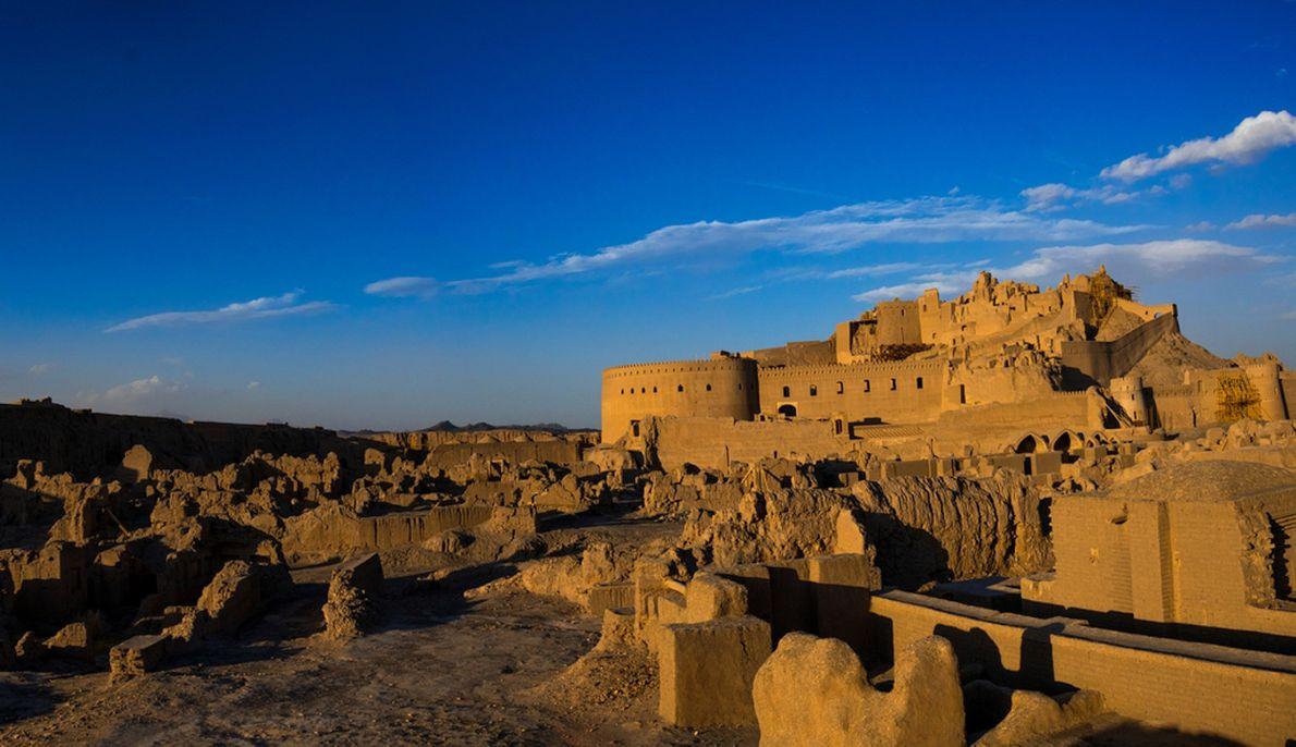 La ciudadela de Bam en el sureste de Irán se mantuvo firme durante más de 2.500 ...
