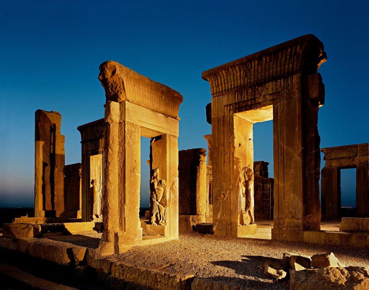 Las puertas monumentales son casi todo lo que queda del palacio de Darío.