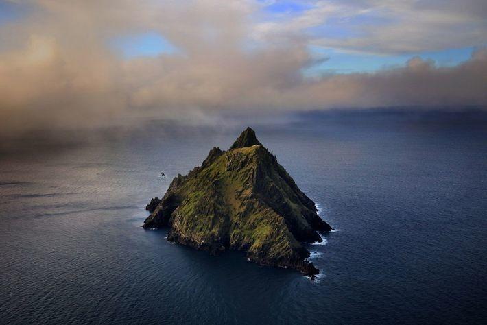 Skellig Michael, la más grande de dos islas escarpadas de arenisca y pizarra en la costa sudoeste ...