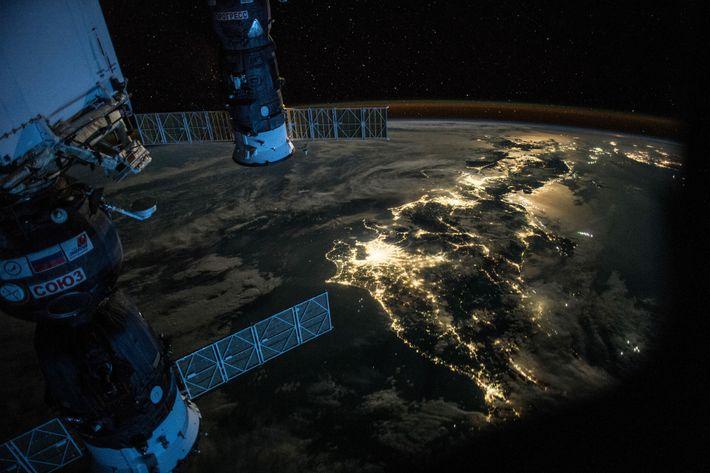 """Días en la expedición 44 y cuatro meses después de su """"año en el espacio"""", el ..."""