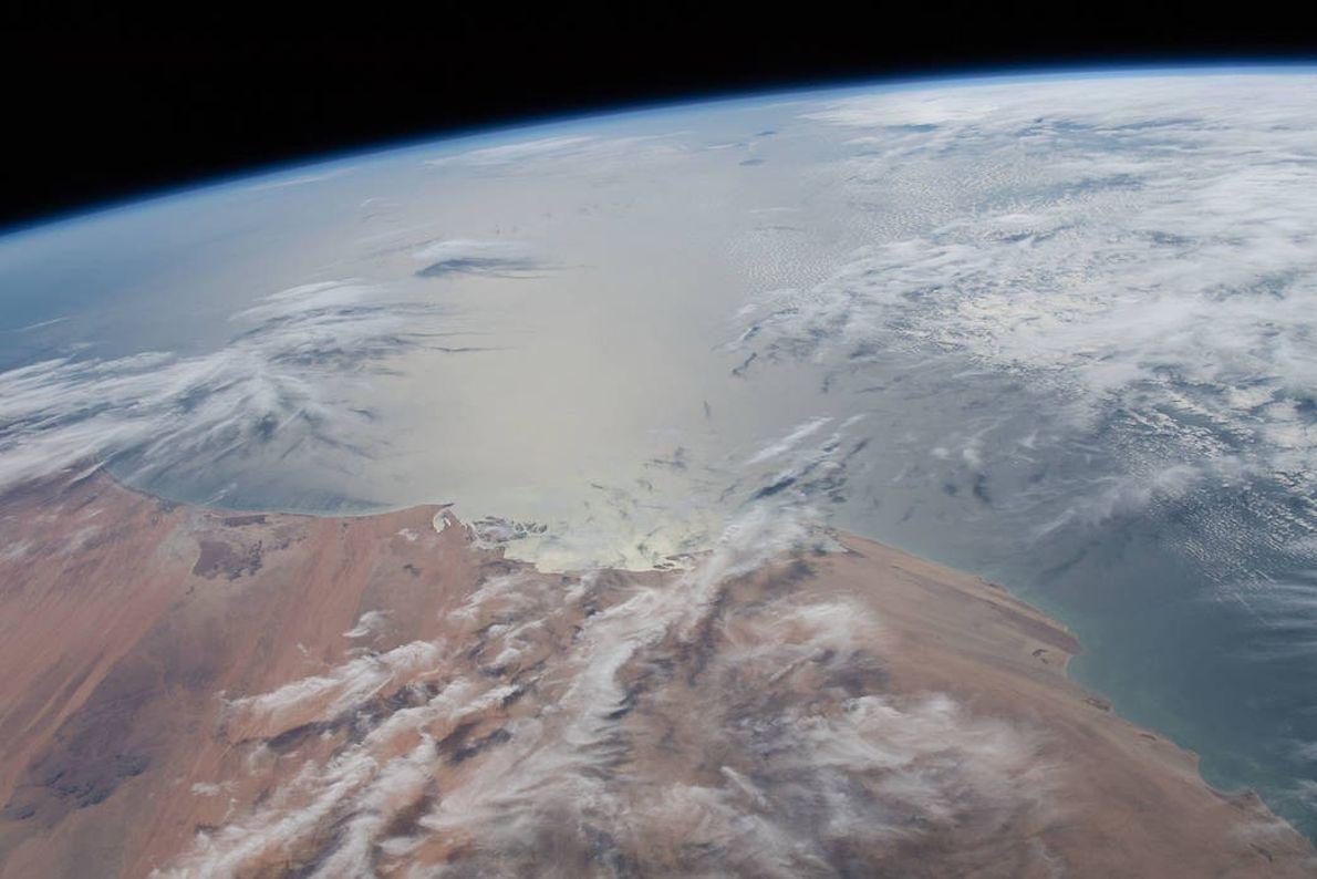 El 29 de enero, la luz del sol brillaba en el Océano Atlántico cuando la Estación ...