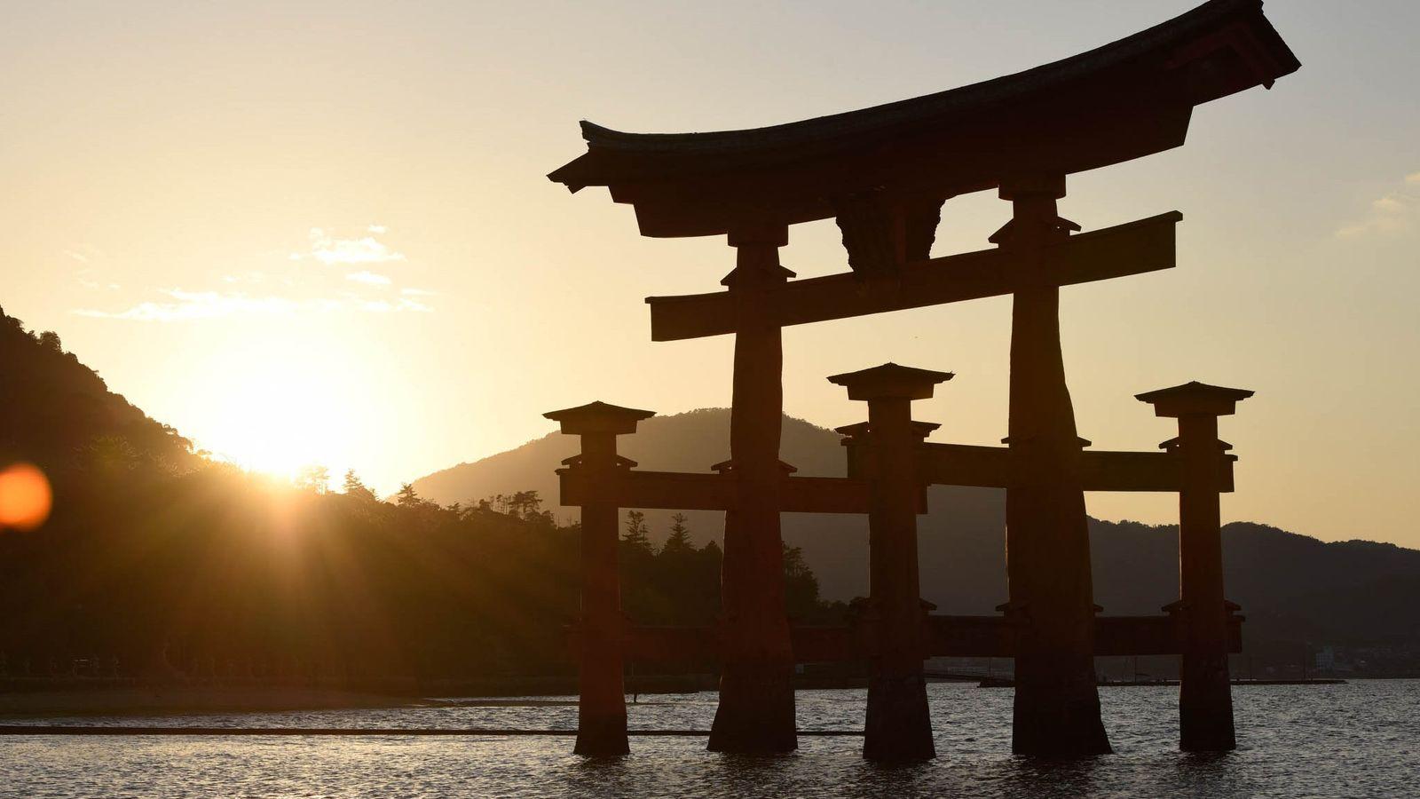 El Grand Torii, de unos 17 metros de altura, se encuentra en el Mar Interior de ...
