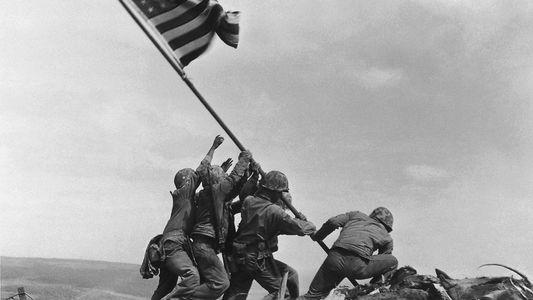 ¿Se falsificó esta icónica fotografía de la Segunda Guerra Mundial? Aquí está la heroica historia real