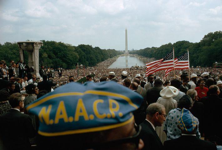 La pacífica multitud de un cuarto de millón de personas se extendía desde el Monumento a ...