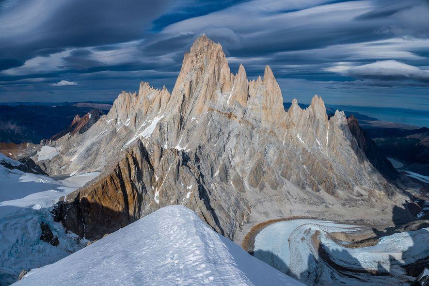 Los picos icónicos del macizo Fitz Roy han tentado a muchos escaladores. En el año 2002, ...
