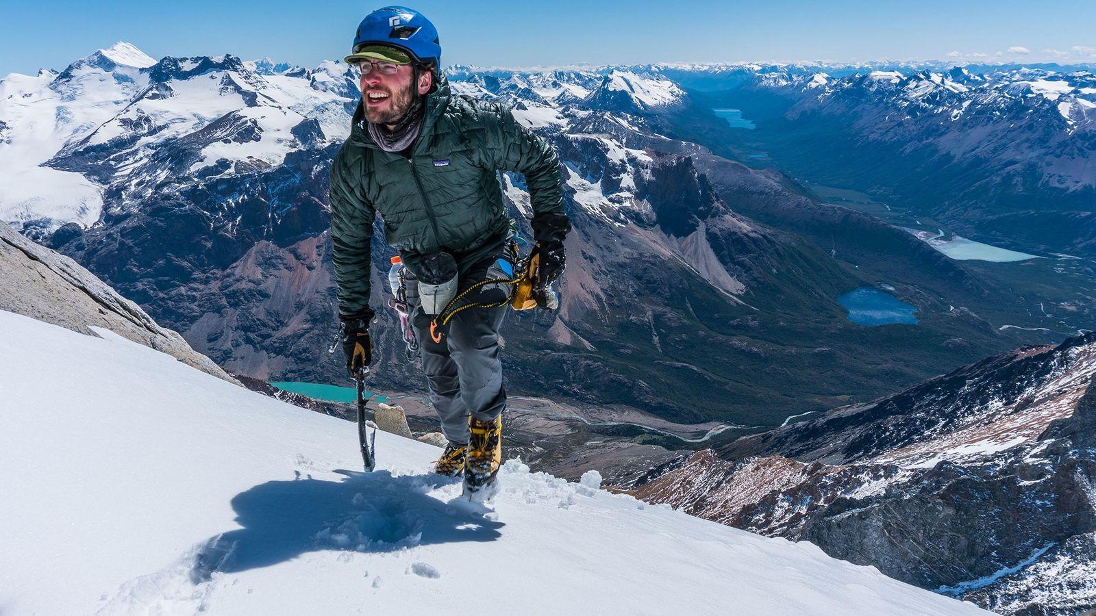 El escalador Jim Reynolds se familiariza con el terreno de la Patagonia argentina en enero de ...