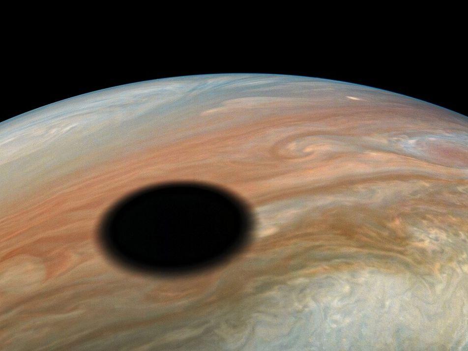 La sonda Juno se acerca a tres lunas de Júpiter por primera vez en 20 años