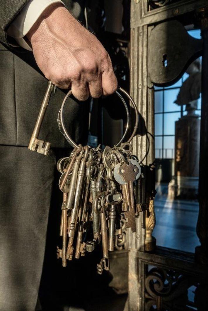 """""""Tengo las llaves, en sentido figurado, de la historia de la Cristiandad, tanto la historia cristiana ..."""
