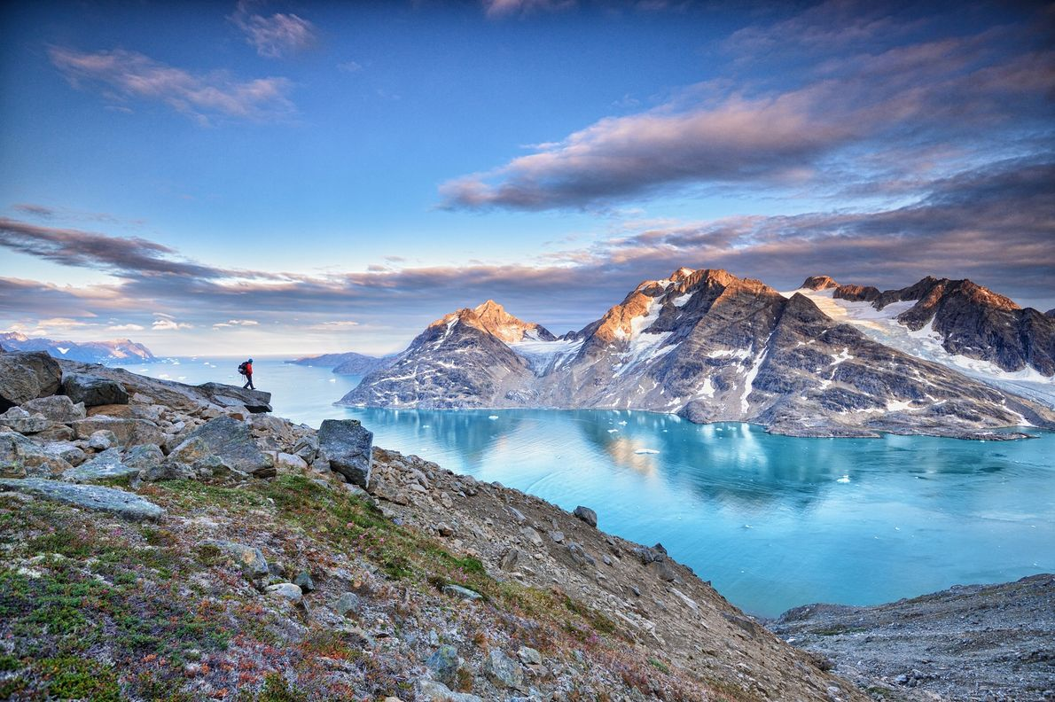 Cada verano, Groenlandia tiene tres meses de sol continuo. Gracias a este sol de medianoche, los ...