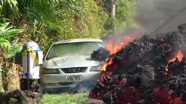 La lava del volcán Kilauea avanza hacia las casas de Hawái