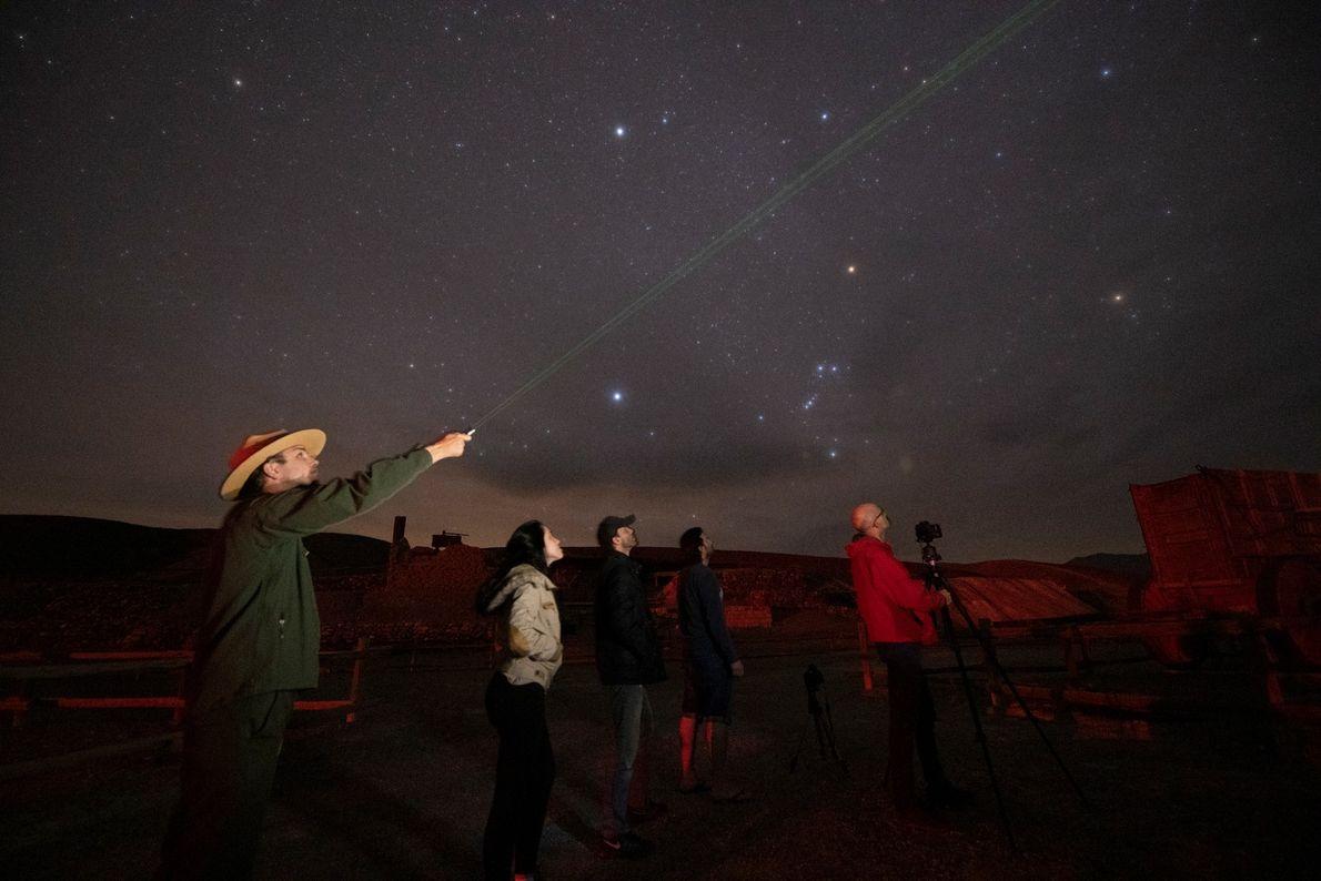 Los cazadores de estrellas acuden en masa al Valle de la Muerte durante el Festival del ...