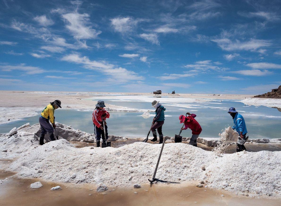 La población indígena aymara cosecha y vende la sal que forma costras en la superficie del ...