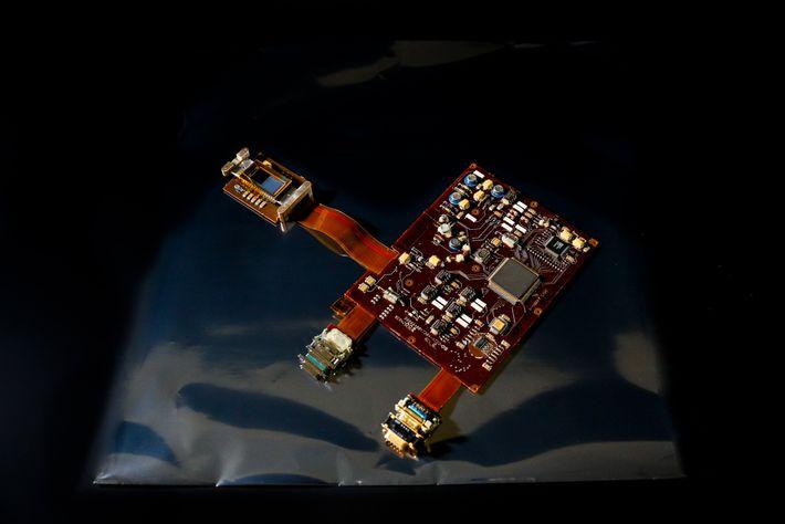 La  pantalla  acoplada  cargada,  o  CCD,  del  telescopio  ...