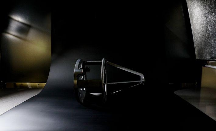 La estructura de medición para el telescopio LORRI de New Horizons se hizo para sostener el ...