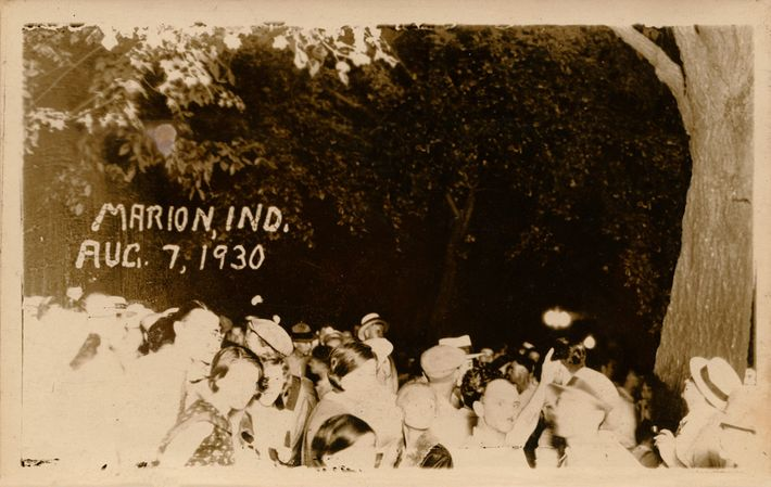 Linchamiento de Thomas Shipp y Abraham S. Smith, Marion, IN, 1930.  El artista Ken Gonzales-Day se ha ...