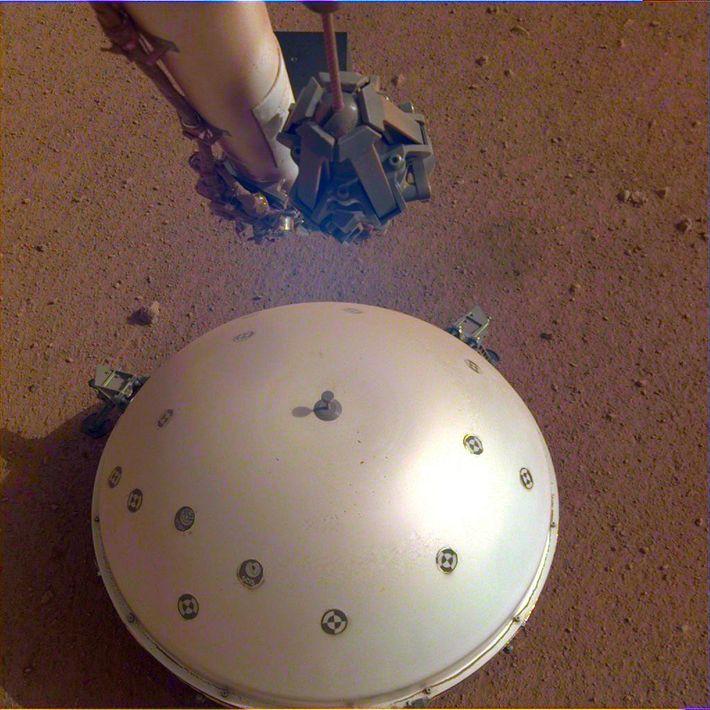 El sismómetro del aterrizador, denominado SEIS, se construyó en el Centro Nacional de Estudios Espaciales de ...