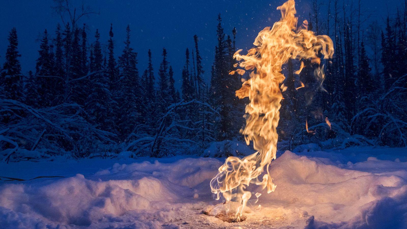 El gas metano se escapa del suelo de forma natural y de la extracción de carbón, ...