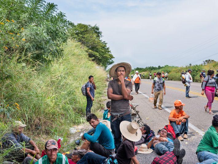 En el trayecto desde Honduras y con la ilusión de llegar a la frontera estadounidense, miles ...