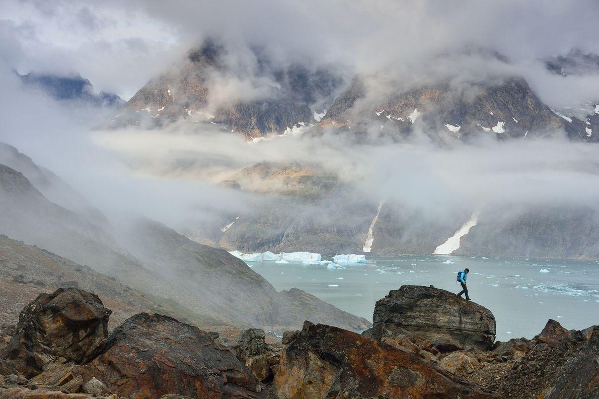 Circos remotos, fiordos estrechos y valles abruptos forman el escenario perfecto para realizar aventuras al aire ...