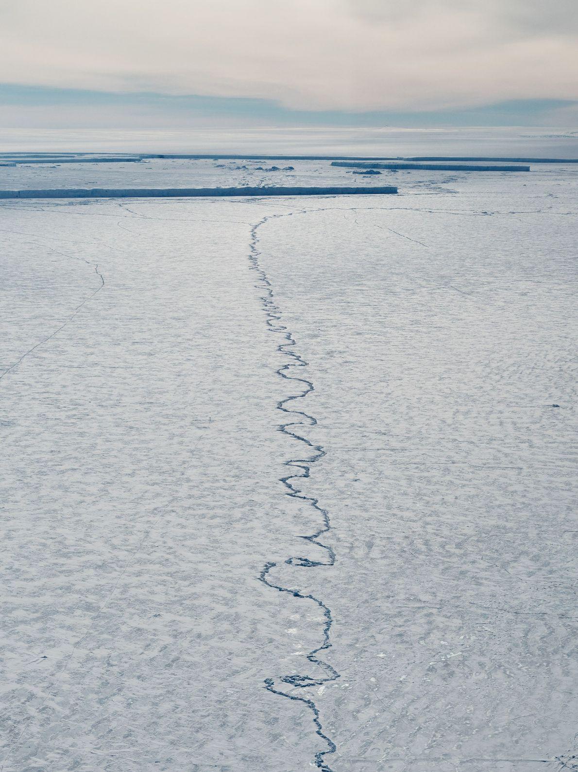 Sobre la propia plataforma de hielo del Pine Island, se está empezando a abrir otra grieta ...