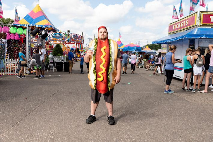 Sal Thegal se mete de lleno en el espíritu de la Feria Estatal de Minnesota, donde ...